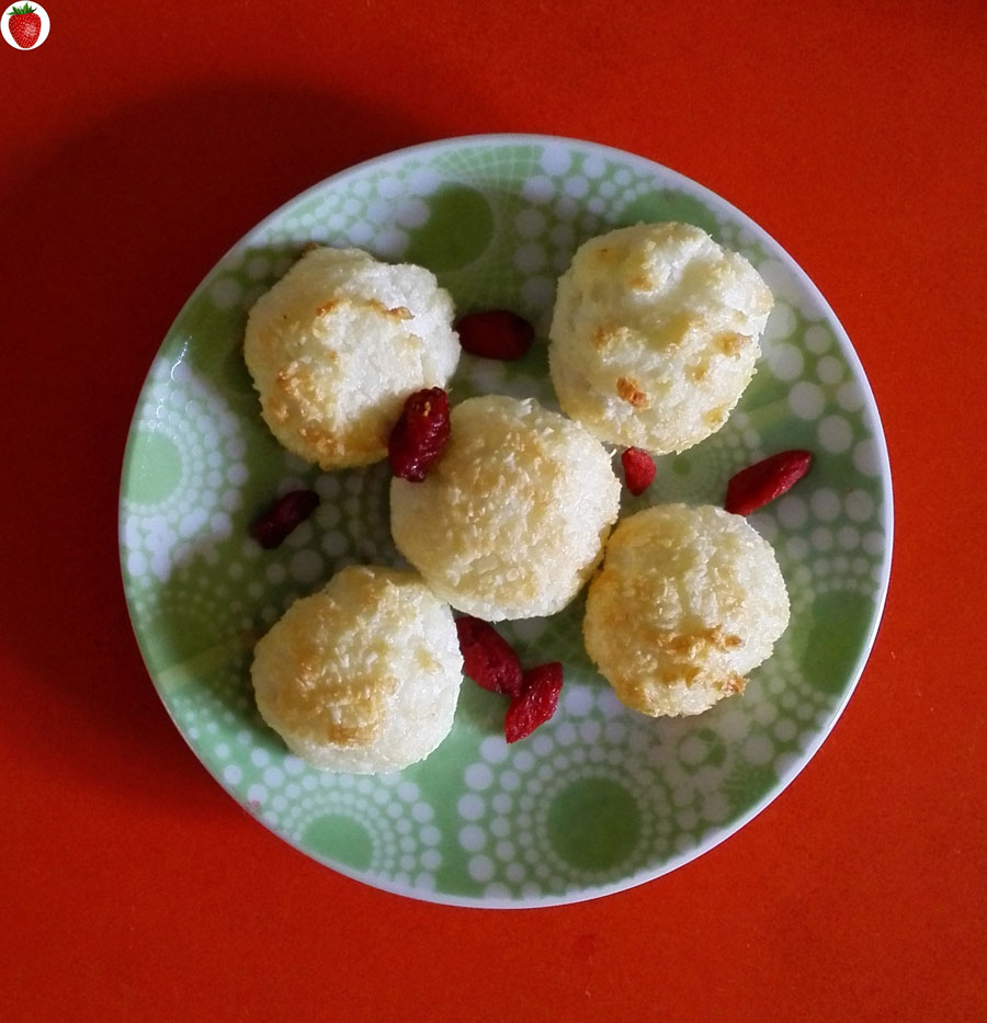 2-ingredient coconut macaroons