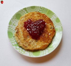 vegan banana pancakes with jam