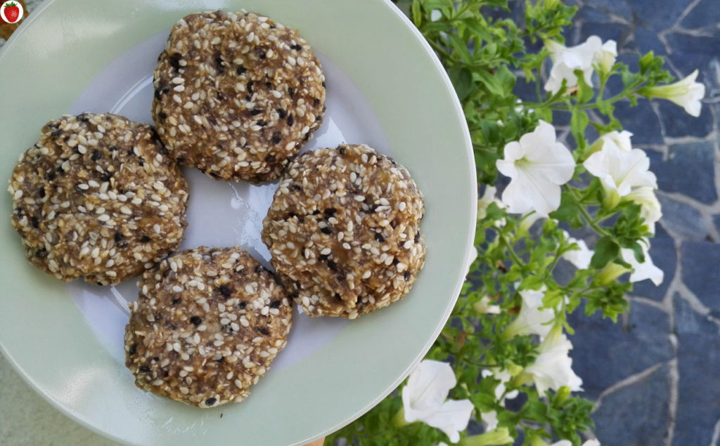 2-ingredient banana sesame seed cookies